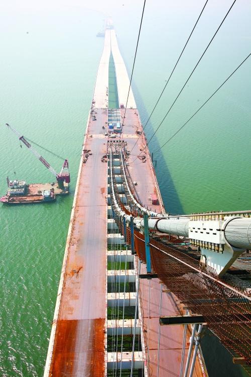 青岛海湾大桥开始桥面铺装